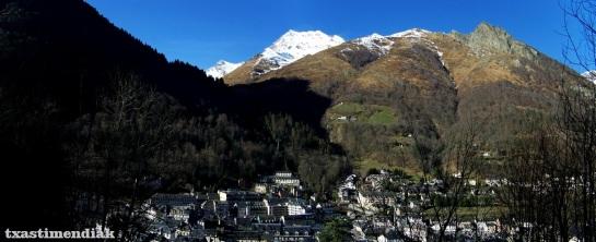 El Pic Monné sobre la villa de Cauterets, desde las Thermes de Pauze