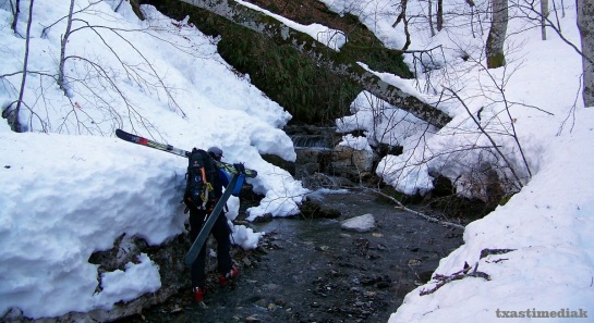Nos pasamos de bajar al río...mejor seguir desde el principio el GR, por encima de la venta de Juan Pito...