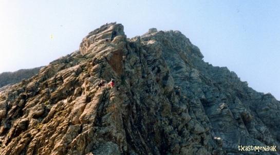 Por delante una sucesión de resaltes rocosos...