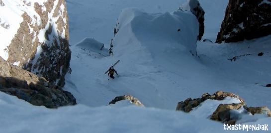 Últimos metros después de un estrechamiento en nieve muy dura...