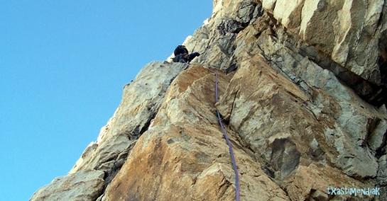 Primeros metros más verticales para gestionar...hasta alcanzar la repisa.