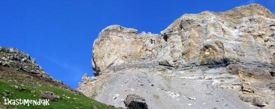 Desde el barranco de Barcal, a penas se aprecia el itinerario seguido...