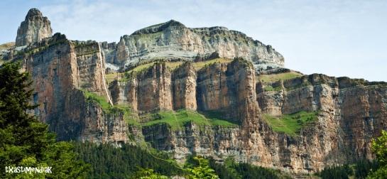 El Pilar de Primavera a lo lejos desde la Faja de Pelay...