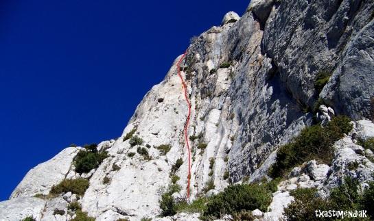 al pie de vía se llega después de realizar un descenso desde la Cruz del Castillo, algo ingrato...