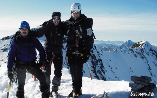 En la cumbre oriental (3.076 m) de los Infiernos...