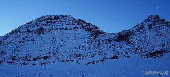 Taillon y Gabietos. La aproximación recorre la base de los dos picos...