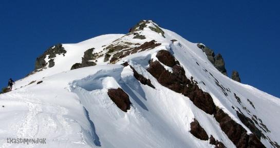 La arista hacia la cima principal del Espelunciecha...