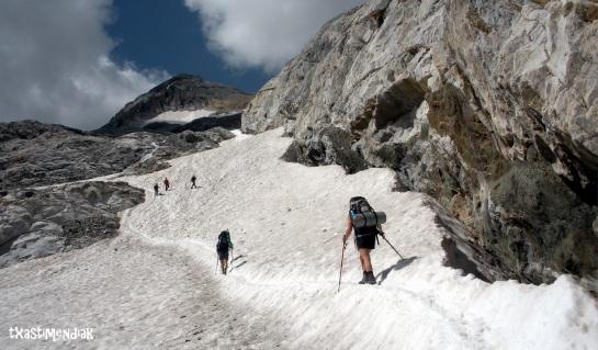 Primeros metros del glaciar, por debajo de la vertiente sur del Petit Vignemale.