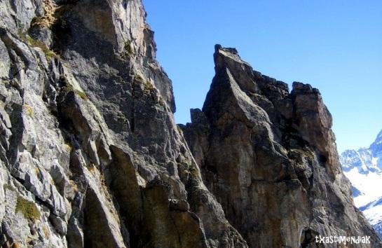 Detalle de la cima del monolito...