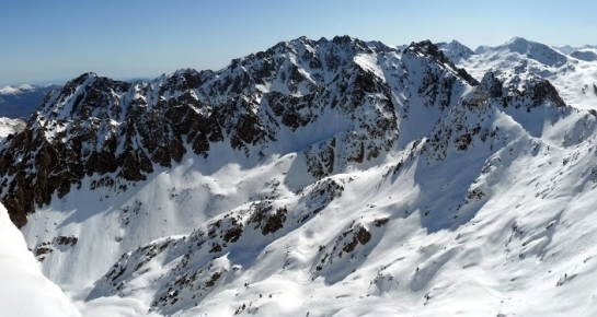 Panorama del valle de acceso a la vertiente oeste de las Crêtes de Campana...(fuente: http://tiste3.blogspot.com.es/)