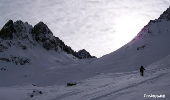 El Pic de Campana y el Caubere flanquean la entrada al pequeño valle que vamos a remontar...
