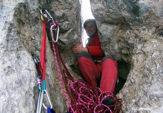 Carlos saliendo como puede a la vertiente Sur del Picu...