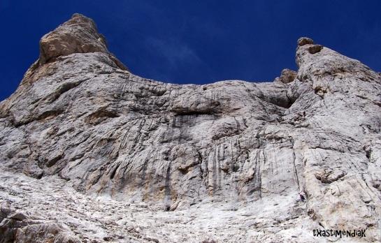 En la base de la vertiente sur del Picu Urriellu