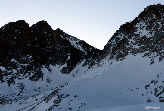 Vista del collado de Alba a los pies de los Picos Mir y Muela de Alba