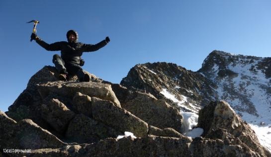 Bonita punta eclipsada por sus vecinas: Muela de Alba (3.111 m)