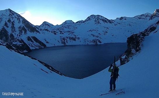 8 de la mañana: la llegada al lago es de las que hacen afición: todo está en calma!!