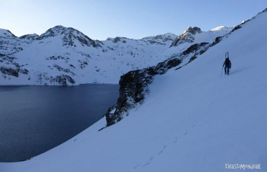 En busca del corredor del Lac Bleu, en una vertiente oculta...
