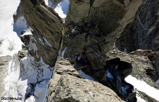 Una miradita atrás disfrutando de una escalada plácida...