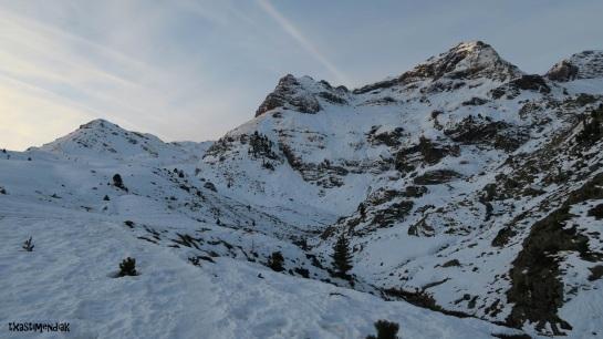 Primero metros y se ve que por la norte el descenso va a ser muy guarro