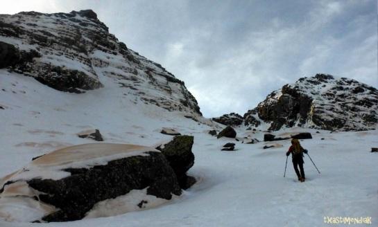 La base del corredor está de camino al colladito que separa a las cimas del Culivillas y del Falso Arroyeras