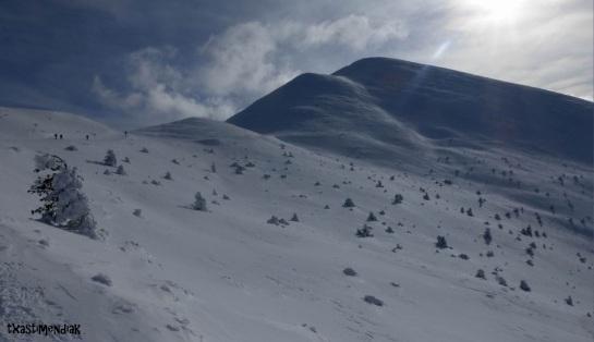 Bajo el pico Colocobia,...