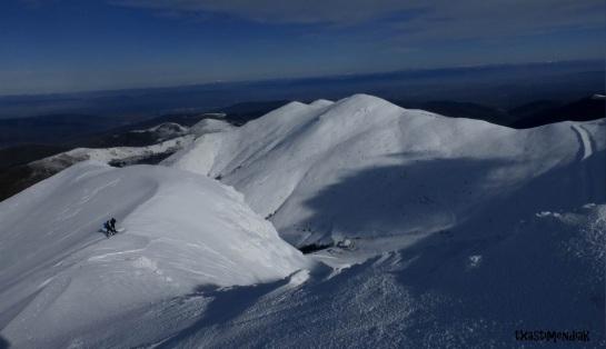 Ambiente patagónico. Al fondo La Cuña...